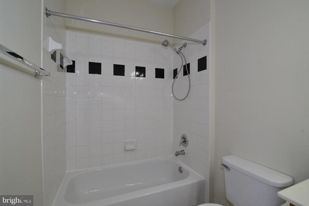 Master Bath - 5124 BRITTNEY ELYSE CIR #B, CENTREVILLE