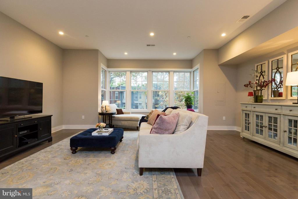 You'll love living with all this room. - 630 14TH ST NE #3, WASHINGTON