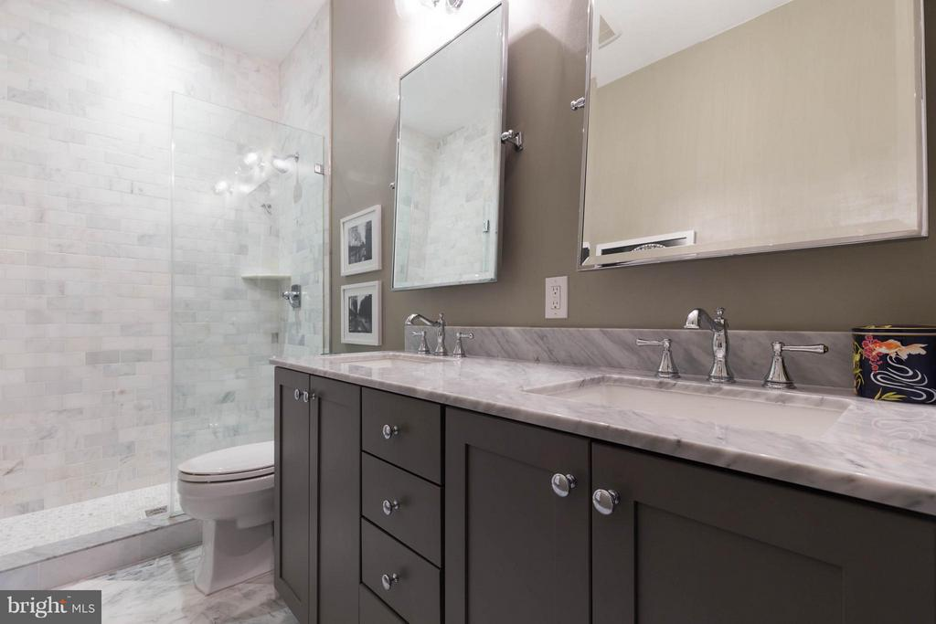 Master bath. - 630 14TH ST NE #3, WASHINGTON