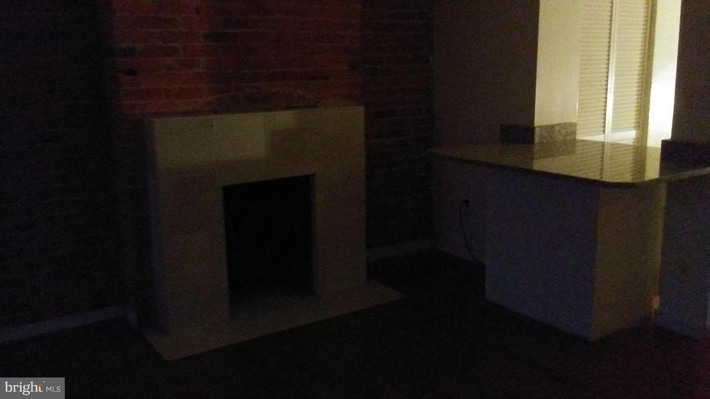Masonary & Marble Fireplace,w/Exposed Brick - 1433 NW CLIFTON ST NW, WASHINGTON