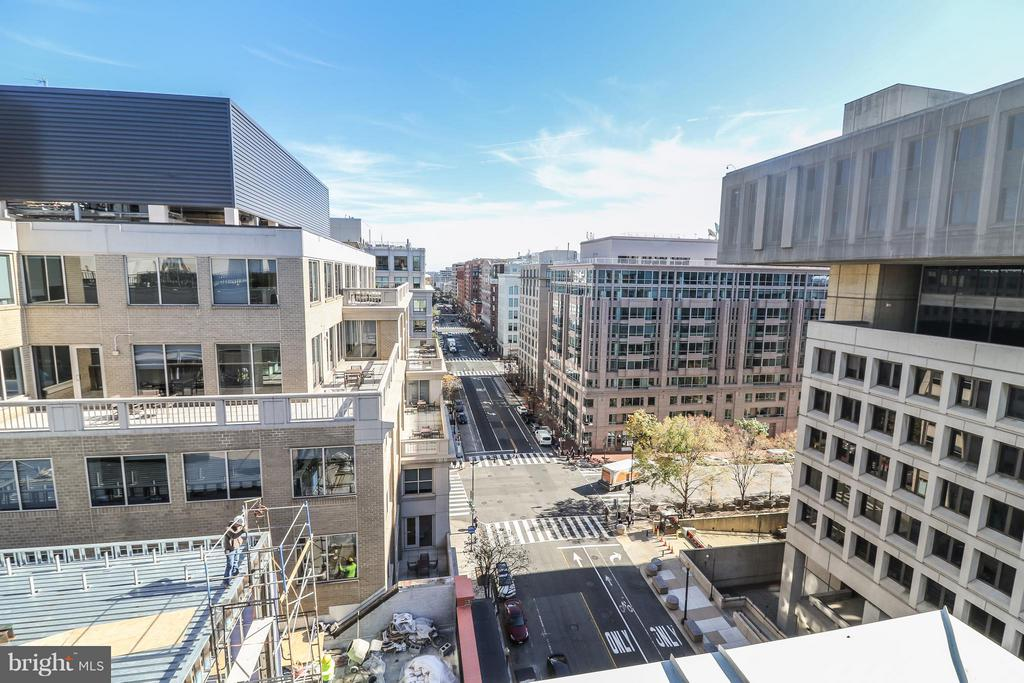 Lots to see from the roof! - 915 E ST NW #306, WASHINGTON