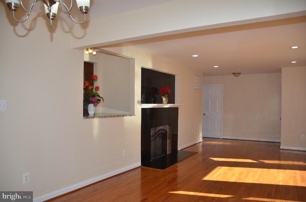 Living room - 7412 BRADDOCK RD, ANNANDALE