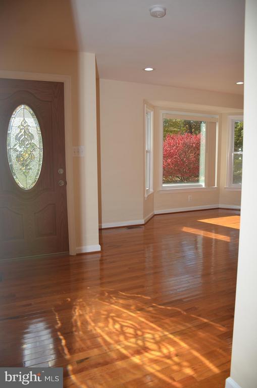 Shinning hardwood floor. - 7412 BRADDOCK RD, ANNANDALE