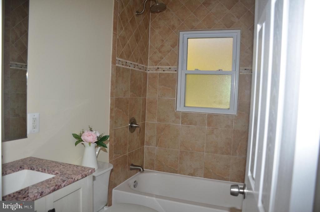 Full bathroom in hall way, main level - 7412 BRADDOCK RD, ANNANDALE