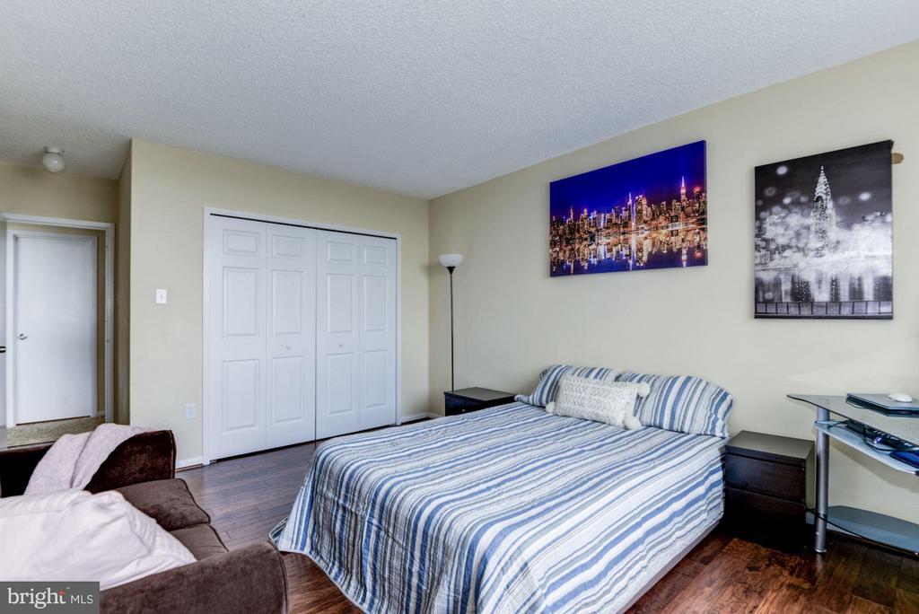 Large second bedroom - 3701 GEORGE MASON DR #1406N, FALLS CHURCH