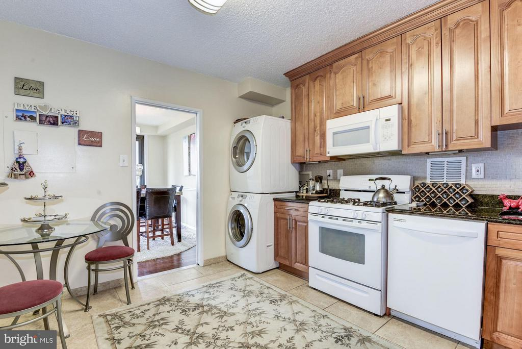 FEat in kitchen upgraded appliances,ceramic floors - 3701 GEORGE MASON DR #1406N, FALLS CHURCH