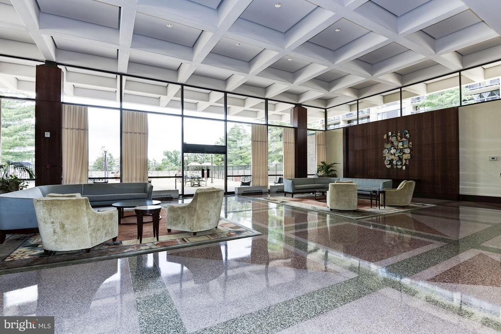 Gracious foyer to receive guests with ample seati) - 3701 GEORGE MASON DR #1406N, FALLS CHURCH