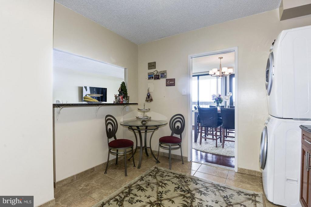 Eat in area in kitchen - 3701 GEORGE MASON DR #1406N, FALLS CHURCH