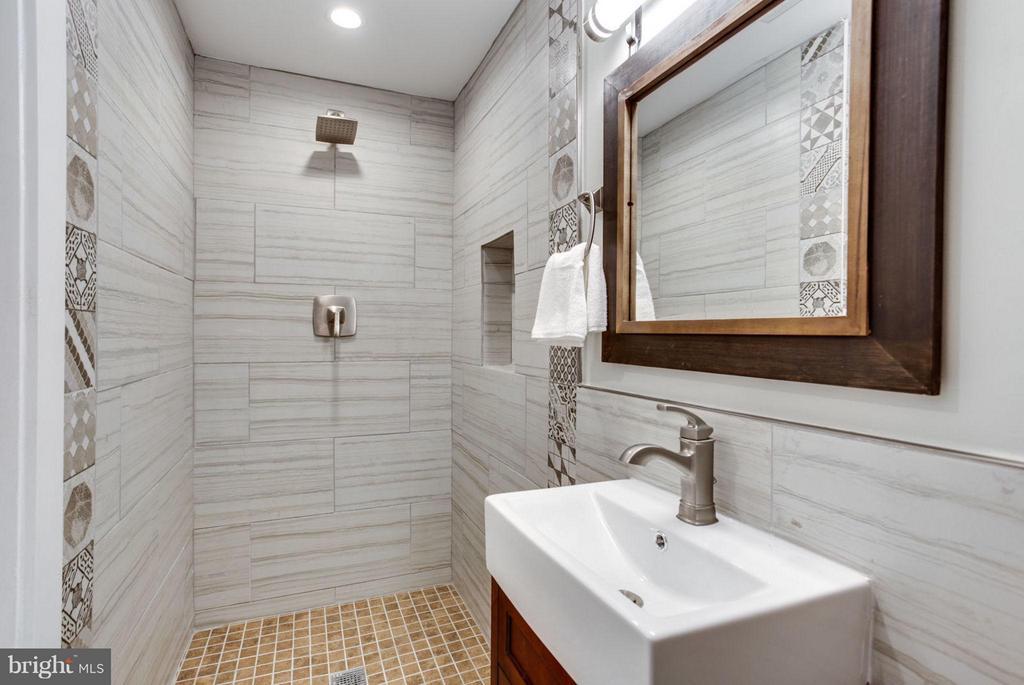 Bath - 5310 KANSAS AVE NW, WASHINGTON