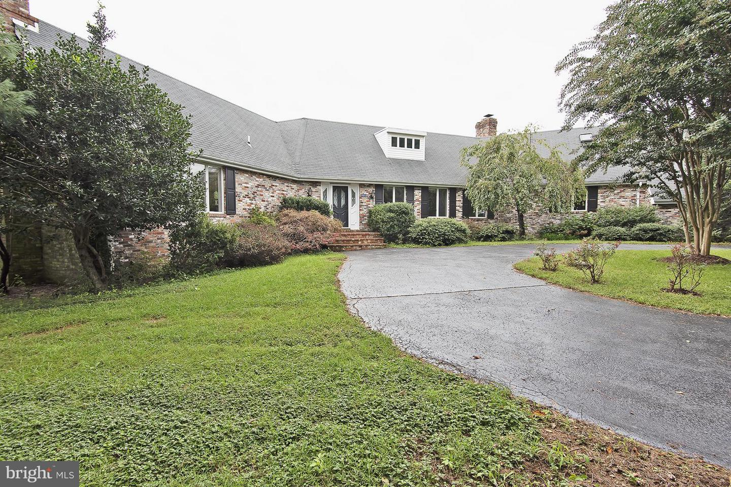 Single Family for Sale at 5411 Valley Green Dr Broad Run, Virginia 20137 United States