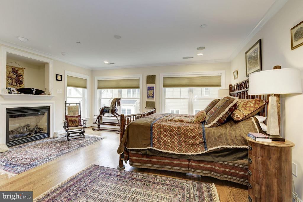 Bedroom (Master) - 4516 WINDSOR LN, BETHESDA