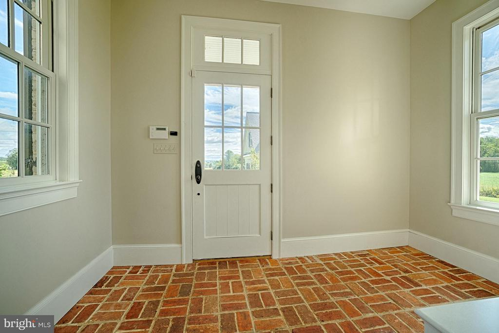 Brick Floor Mud room - 42779 TRAVELERS RUN LN, LEESBURG