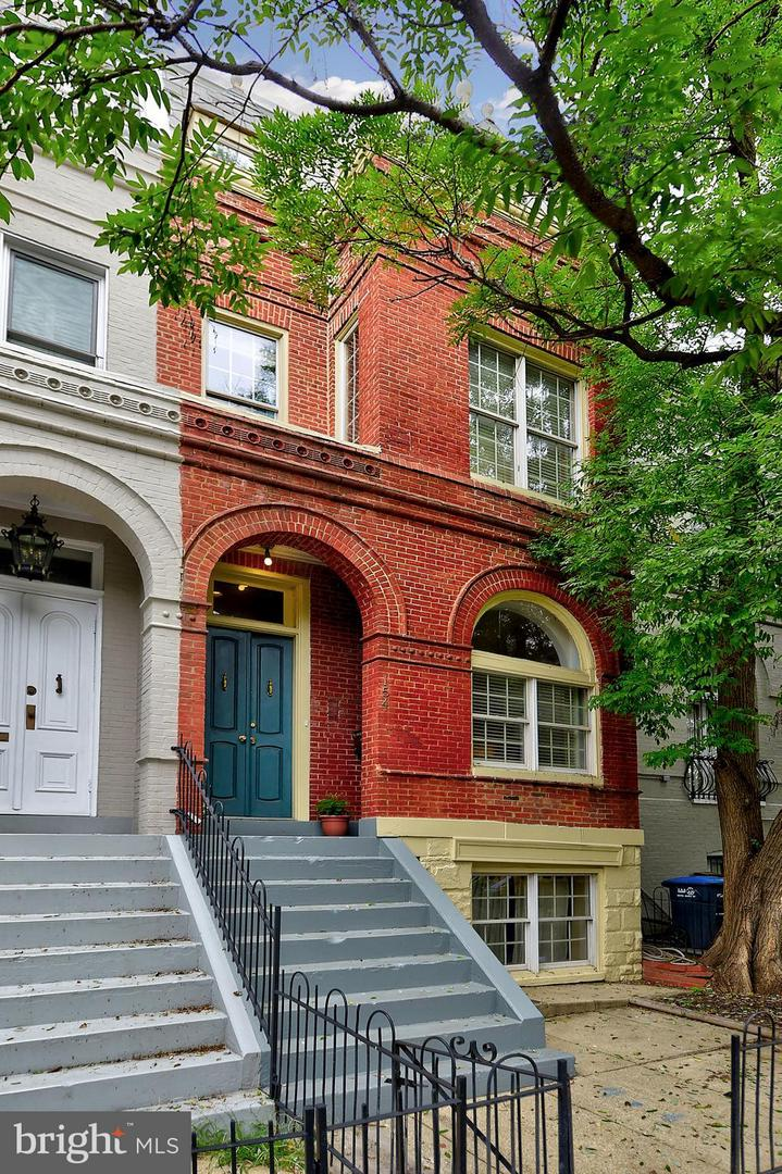 Photo of home for sale at 154 D Street Se, Washington DC