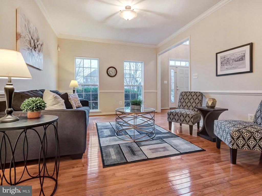 Light-filled living room. - 9038 CLENDENIN WAY, FREDERICK