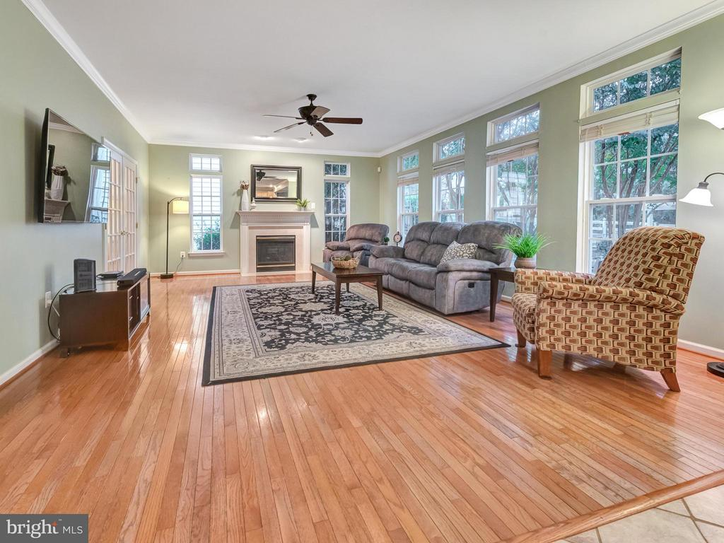 Open concept family room. - 9038 CLENDENIN WAY, FREDERICK