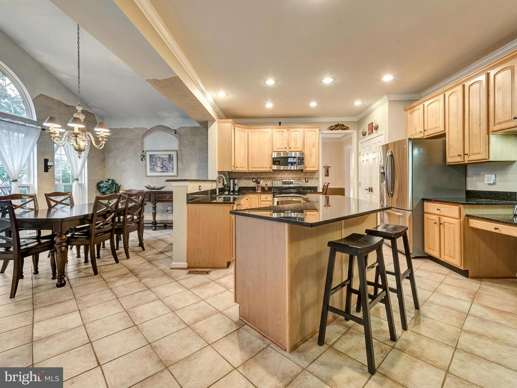 Gourmet kitchen features stainless appliances. - 9038 CLENDENIN WAY, FREDERICK