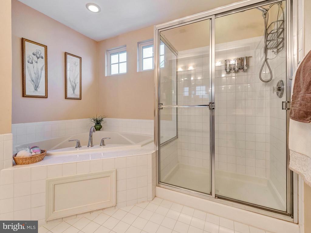 Master bath. - 9038 CLENDENIN WAY, FREDERICK