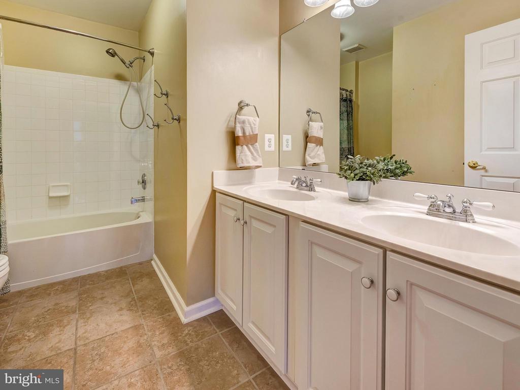 Hall bath. - 9038 CLENDENIN WAY, FREDERICK
