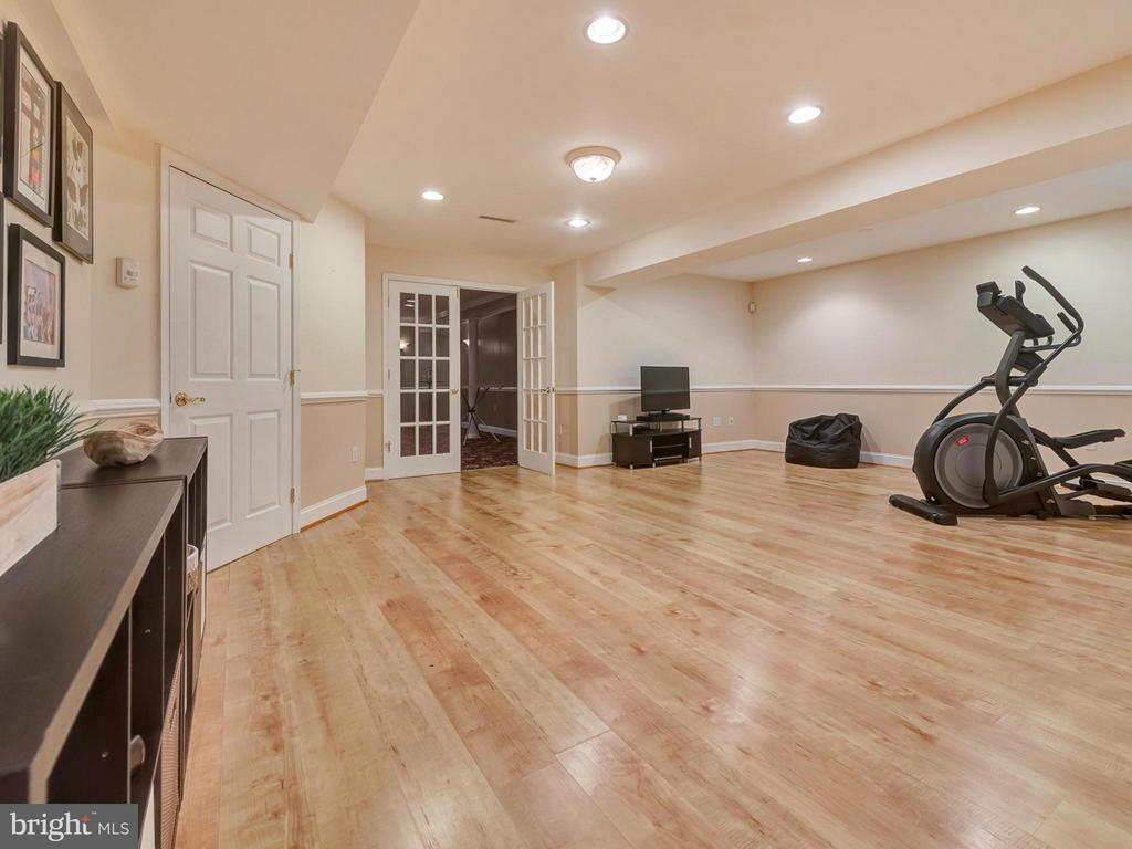 Perfect for rec area, entertaining & crafts! - 9038 CLENDENIN WAY, FREDERICK