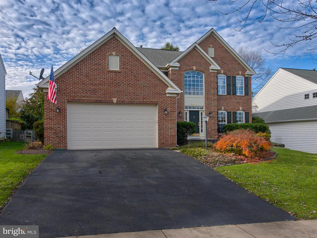 Walk to the pool, library, restaurants & grocery. - 9038 CLENDENIN WAY, FREDERICK