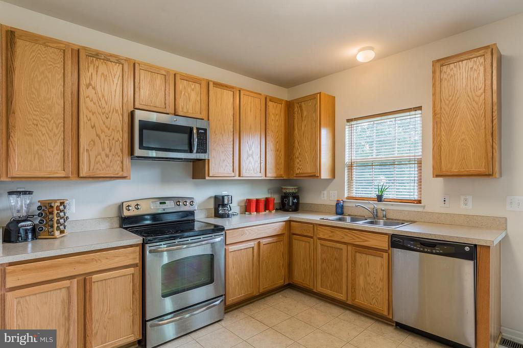 The kitchen is filled with natural light - 56 BISMARK DR, STAFFORD