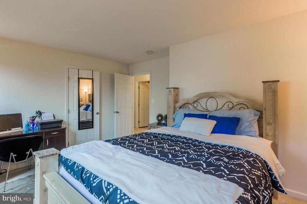 Large Bedroom - 56 BISMARK DR, STAFFORD