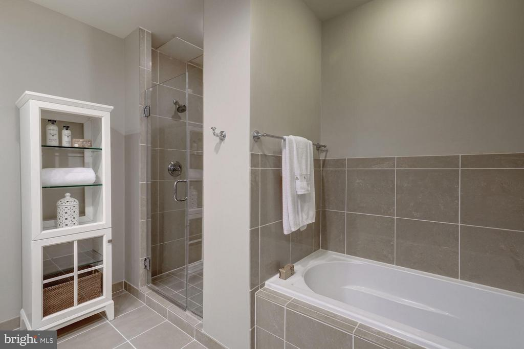 Master Bathroom with Tub and Shower - 3625 10TH ST N #505, ARLINGTON