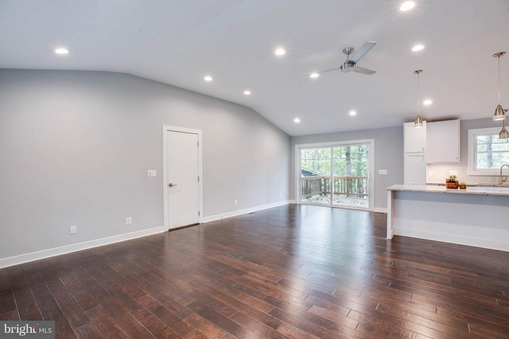 Beautiful open concept with high ceilings. - 116 FEDERAL RD, LOCUST GROVE