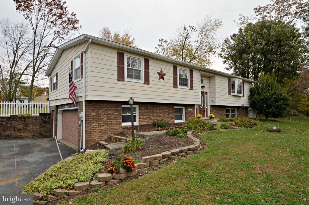 413  SOUTHVIEW DRIVE, Manheim Township, Pennsylvania