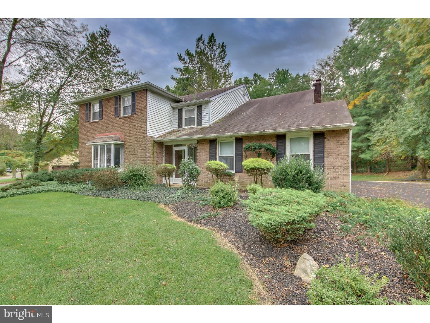 Photo of home for sale at 1083 Glen Oak Drive, Yardley PA
