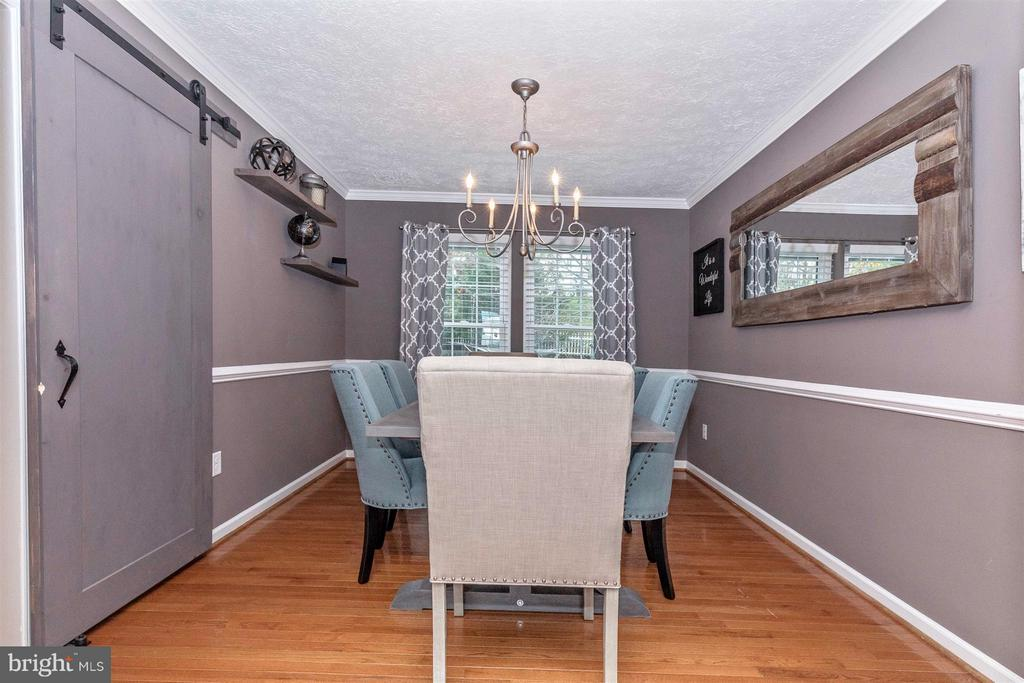 Dining Room-Hardwood Floors & Custom Barn Door - 6045 DOUGLAS AVE, NEW MARKET