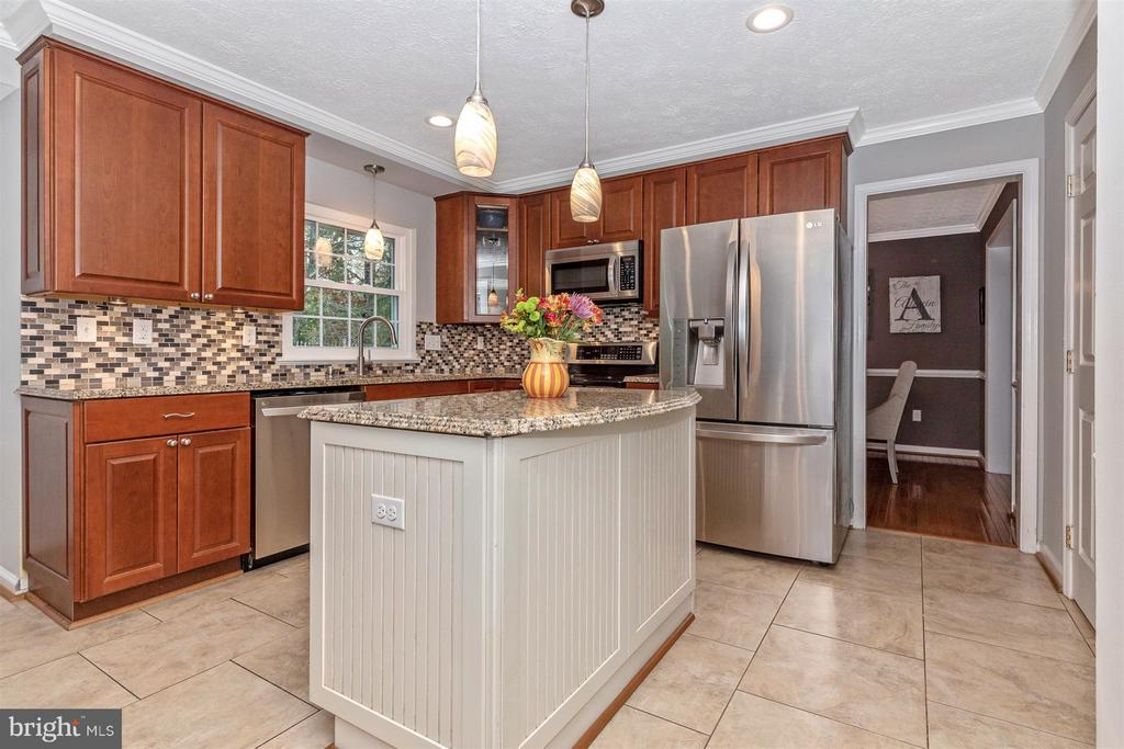 Kitchen-Island With Breakfast Bar - 6045 DOUGLAS AVE, NEW MARKET