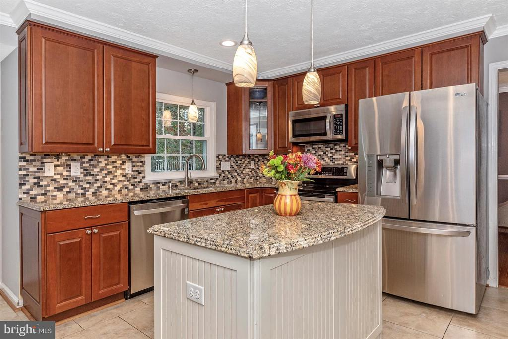 Kitchen-Granite Counter & Glass Tile Backsplash - 6045 DOUGLAS AVE, NEW MARKET