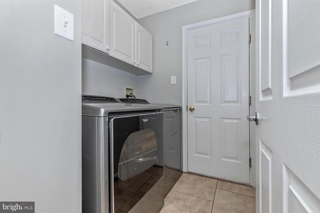 Main Level Laundry/Mud Room - 6045 DOUGLAS AVE, NEW MARKET