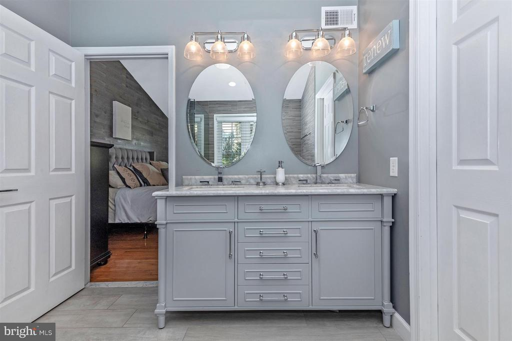 Master Bathroom-Double Marble Vanity - 6045 DOUGLAS AVE, NEW MARKET