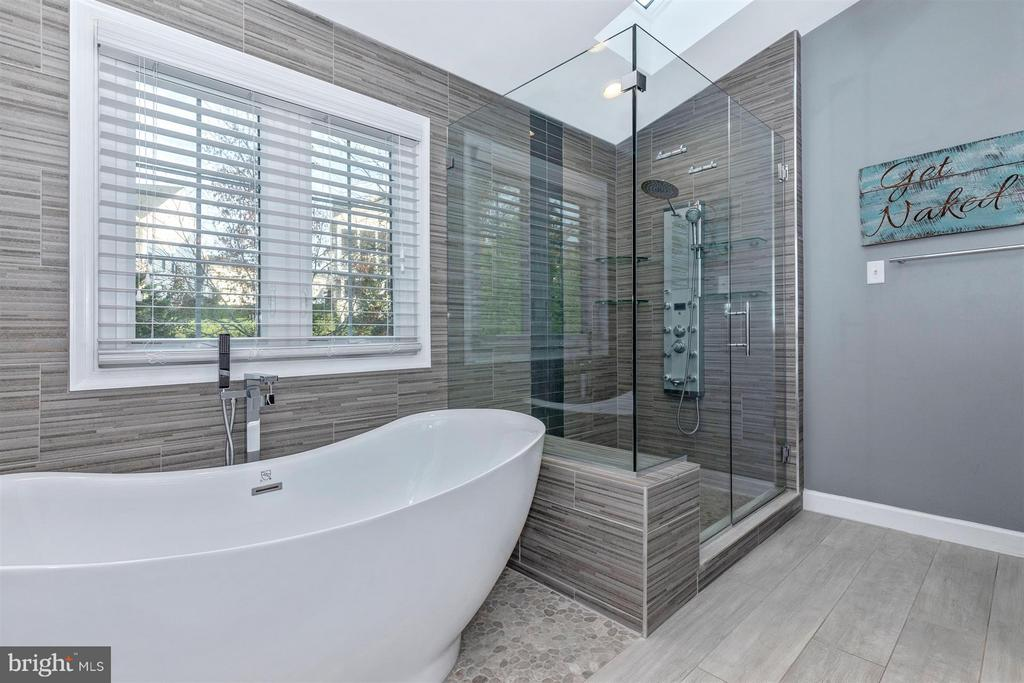 Master Bathroom-Large Soaking Tub - 6045 DOUGLAS AVE, NEW MARKET