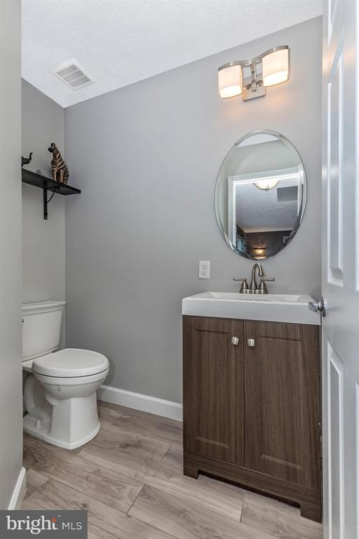 Main Level Powder Room - 6045 DOUGLAS AVE, NEW MARKET