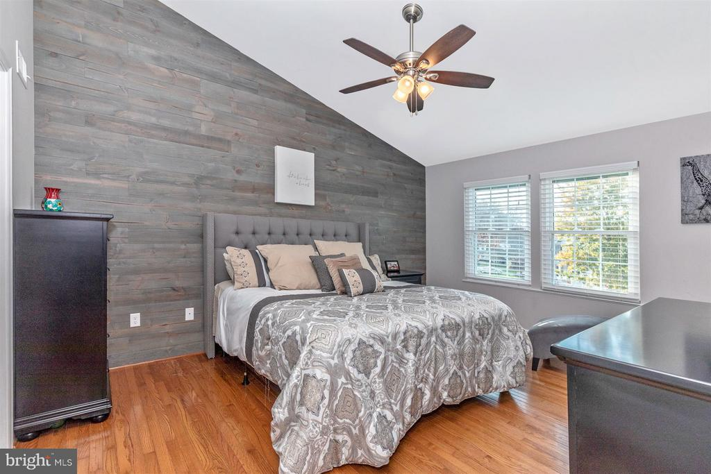 Master Bedroom-Wood Wall Detail - 6045 DOUGLAS AVE, NEW MARKET