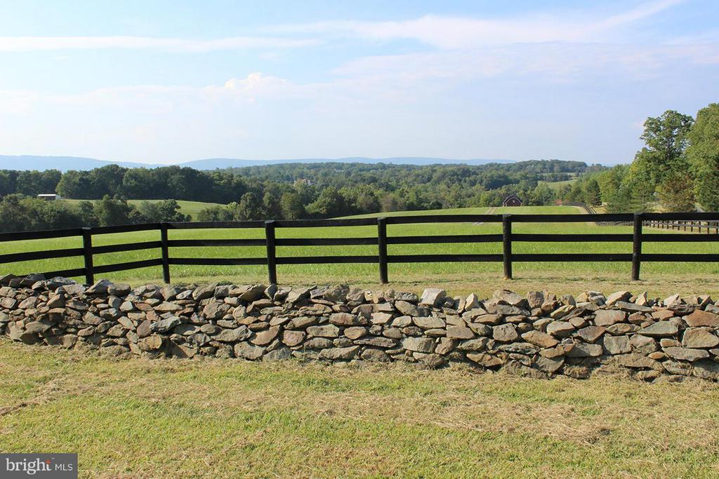 View - 21011 ST LOUIS RD, MIDDLEBURG