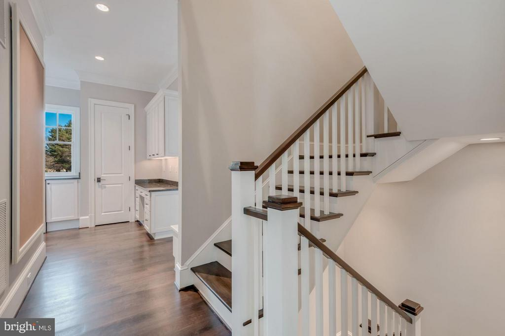 Rear Stair hall - 10603 CREAMCUP LN, GREAT FALLS