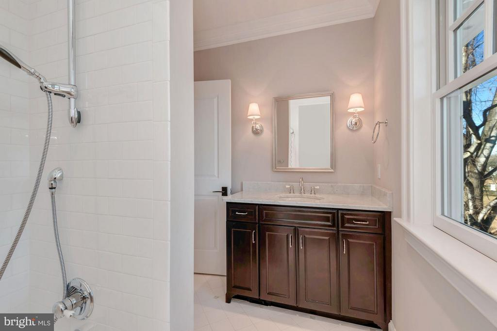 All 2nd baths with Architectural Tile - 10603 CREAMCUP LN, GREAT FALLS