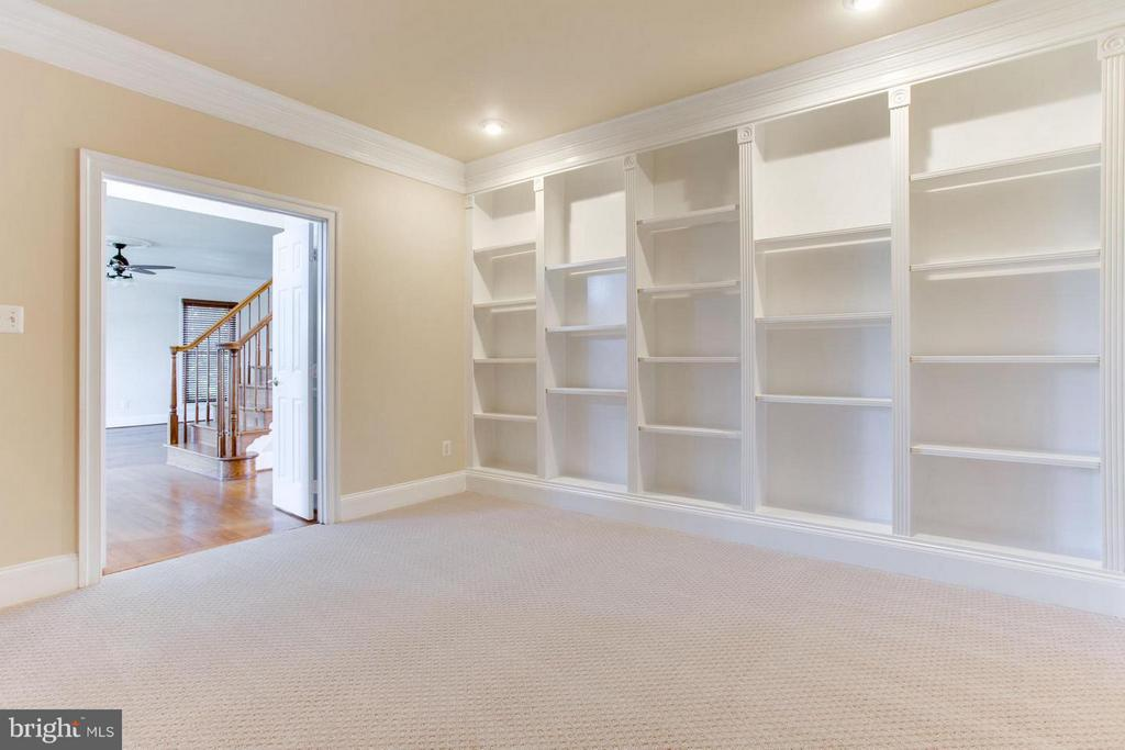 Library room on main level - 43047 MONTI CIMINI CT, ASHBURN