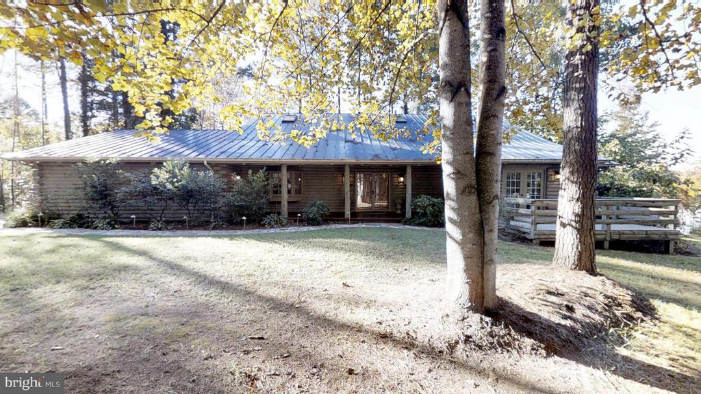 Covered front porch - 11713 WAYNE LN, BUMPASS