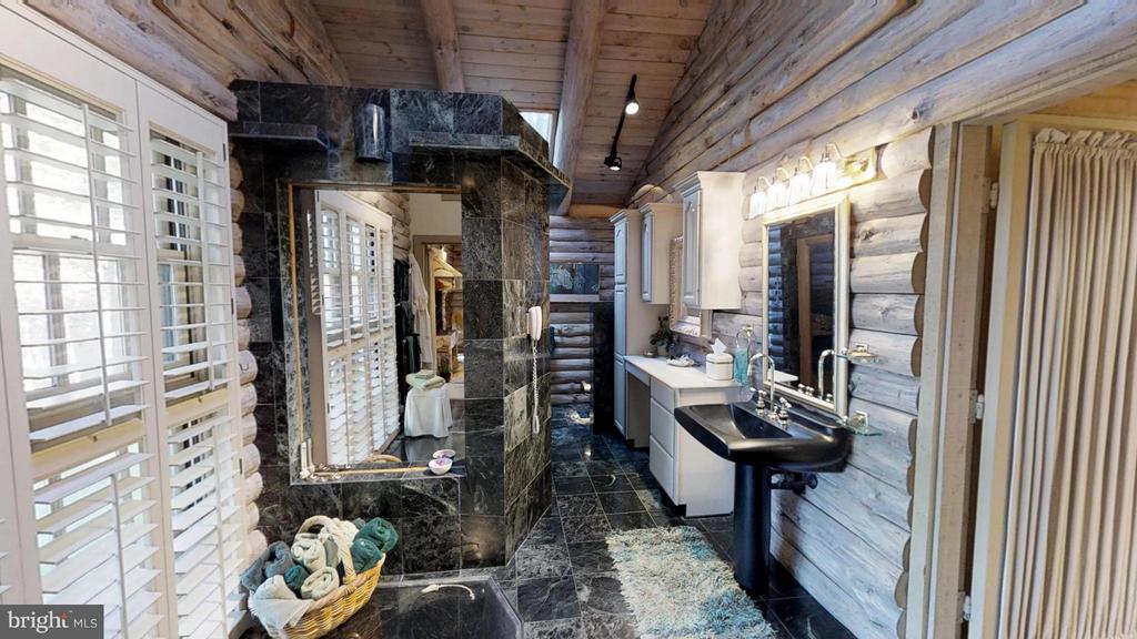 Steam shower, sauna, in-floor tub - 11713 WAYNE LN, BUMPASS