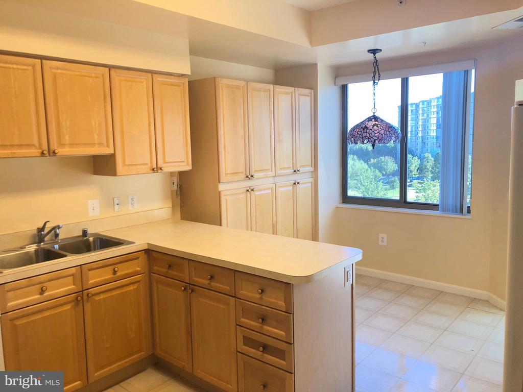 Perfect for meal preparation and casual dining - 19365 CYPRESS RIDGE TER #216, LEESBURG