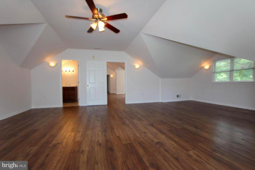 Upper Level with Separate Full Bath - 1915 ANDERSON RD, FALLS CHURCH