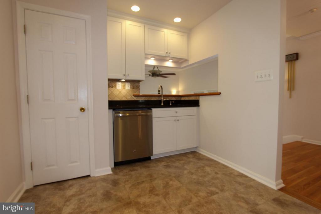 Recessed & Under Counter Lighting! - 1915 ANDERSON RD, FALLS CHURCH