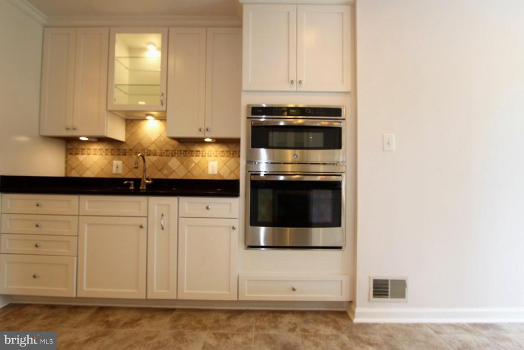 Prep Area W Salad Sink , Double Convection Oven - 1915 ANDERSON RD, FALLS CHURCH