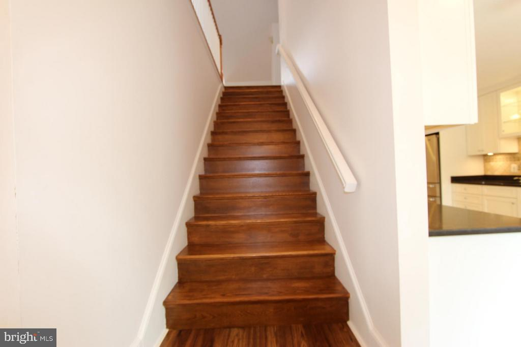 Hardwood Stairs - 1915 ANDERSON RD, FALLS CHURCH