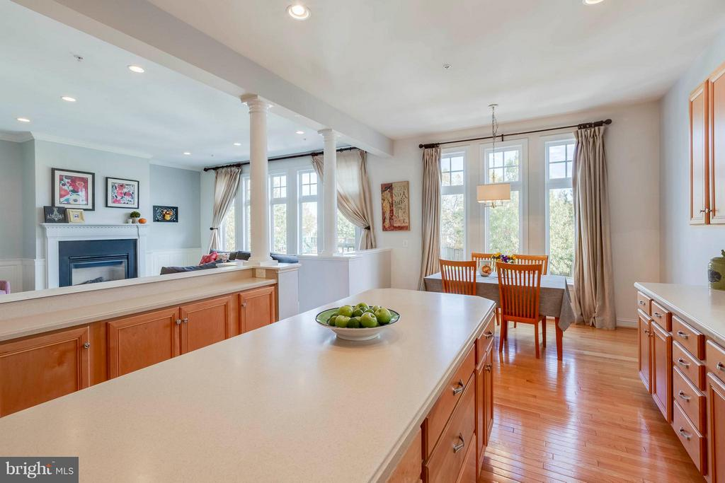 Gourmet Kitchen with Breakfast bar - 23359 RAINBOW ARCH DR, CLARKSBURG